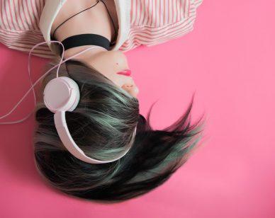 music-ra-headphones-stress
